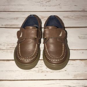 🎉$10 or 2/$15🎉 Náutica boat shoes size 5